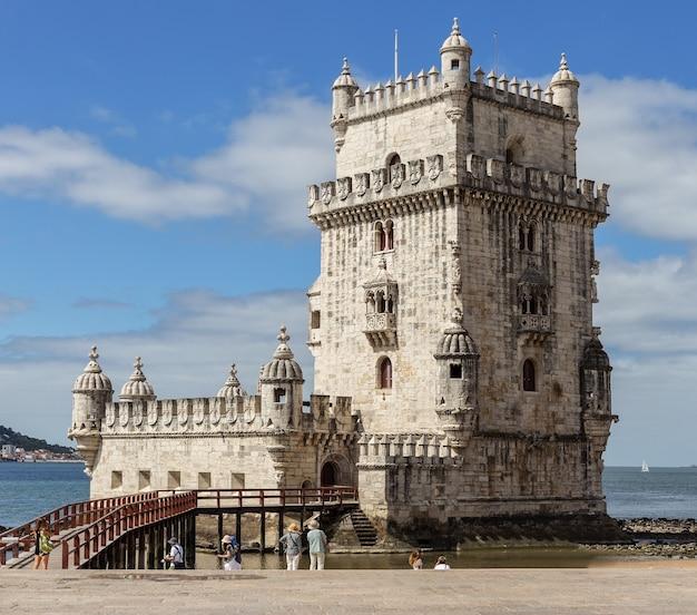 Lisbona, torre di belem - fiume tago, portogallo tejo.