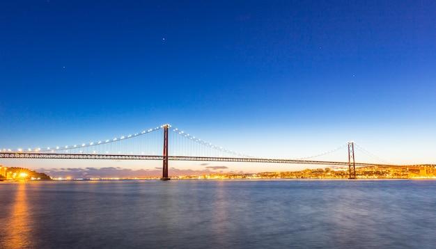 Lisbona bridge al crepuscolo