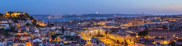 Penombra dell'orizzonte di panorama della città di lisbona, portogallo