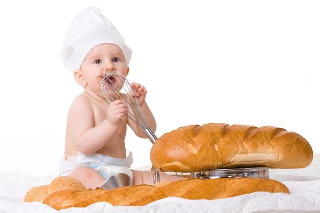 Piccolo cuoco unico del bambino isolato su bianco