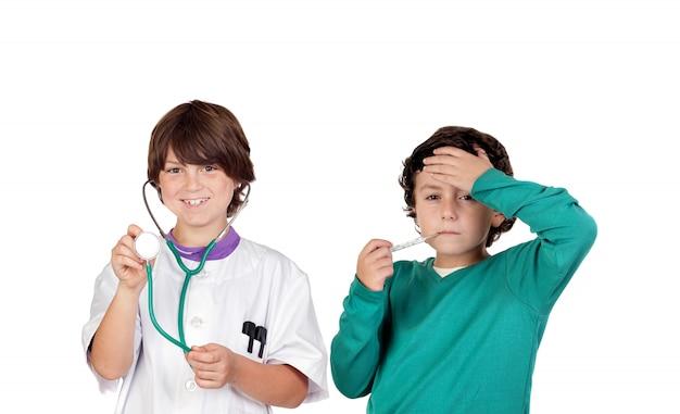 Piccolo dottore con un paziente