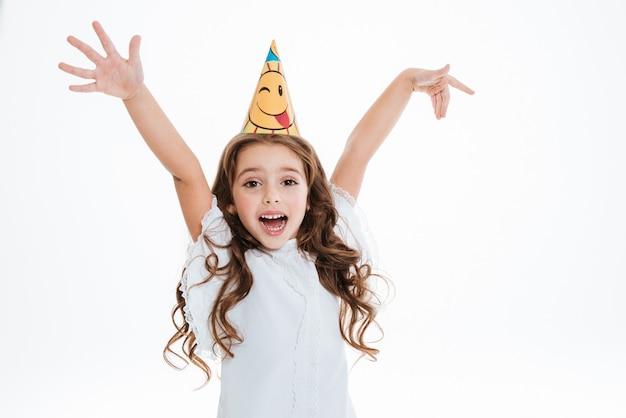 Bambina in cappello compleanno