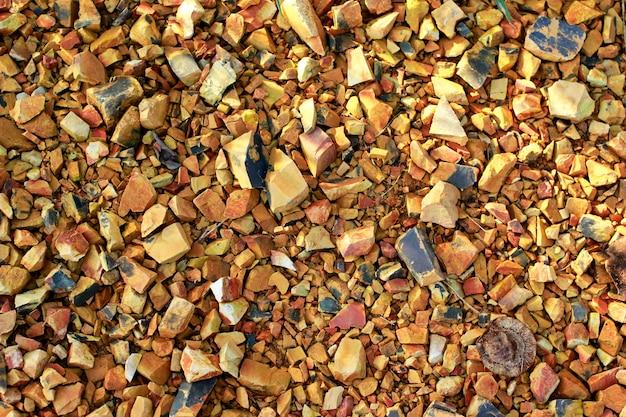 Piccoli pezzi di roccia e terra