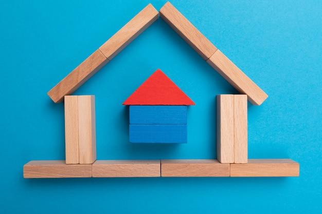 Prestito, contratto, debito e concetto di investimento residenziale. contratto di mutuo e contratto immobiliare per investitore.