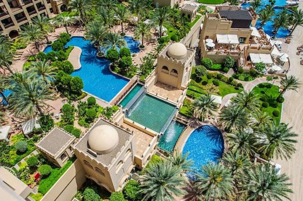 Situato a palm jumeirah, il fairmont the palm offre sistemazioni di lusso con viste spettacolari. il 31 marzo 2016