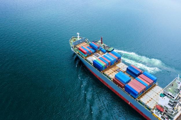 Logistica commerciale trasporto via nave servizio di trasporto marittimo aperto import ed export cargo internazionale