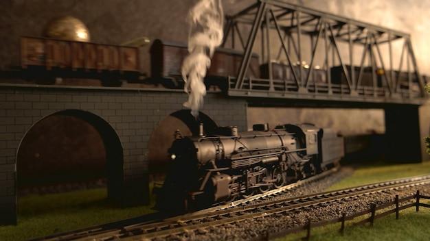 Locomotiva con fumo di vapore.