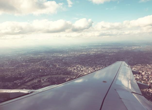 Panorama di vista sul tetto di londra dall'aereo