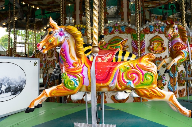 Londra, regno unito, 22 luglio 2021: cavallo da giostra, divertimento, corsa allegra al parco dello zoo di londra