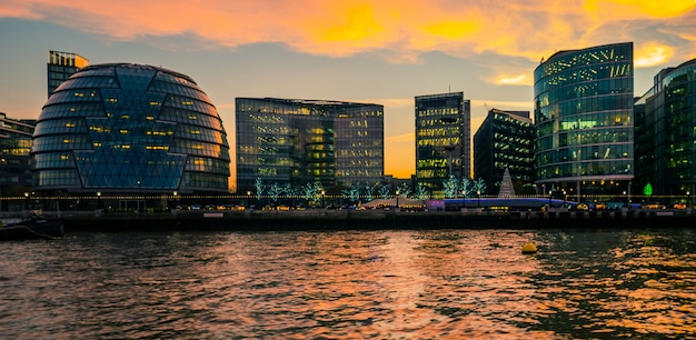 Londra area urbana dal tamigi.