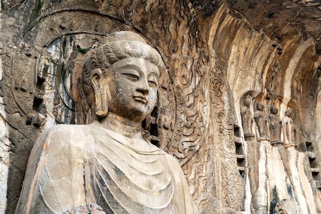 Grotte di longmen con figure di buddha, cina