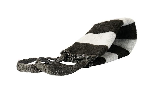Luffa con maniglie isolate su bianco. asciugamano a righe bianco e nero