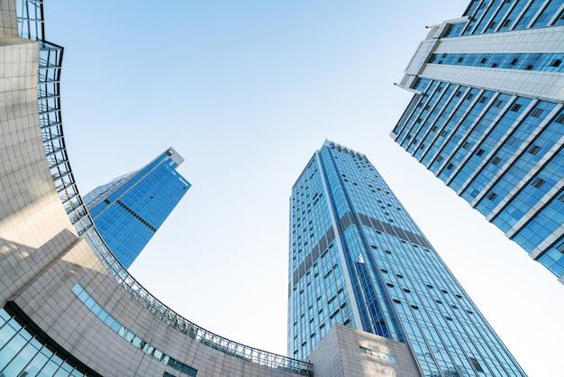 Ricerca di edificio per uffici moderno blu