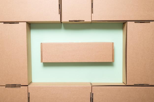 Lotto di scatole di cartone marroni,