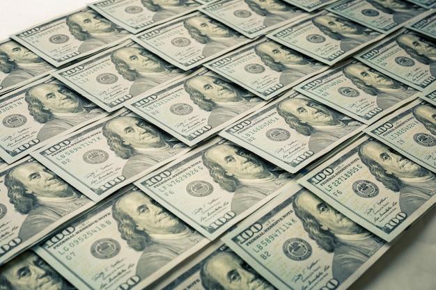 Un sacco di banconote da cento dollari closeup sfondo
