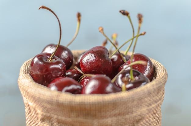 Un sacco di purple cherry.