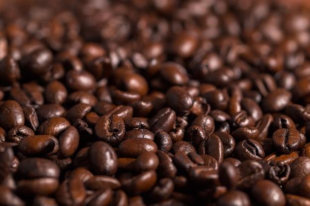 Adoro bere caffè, tazze da caffè e chicchi di caffè