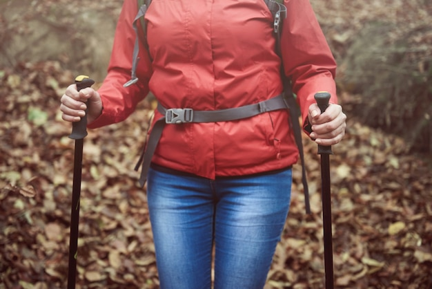 Sezione inferiore della donna escursionistica