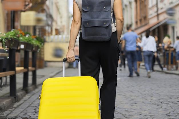 Concetto di turismo di viaggio bagagli