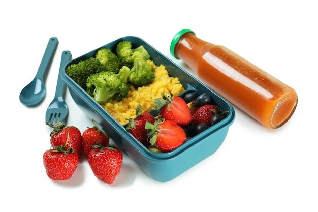 Lunch box con cibo gustoso su sfondo bianco