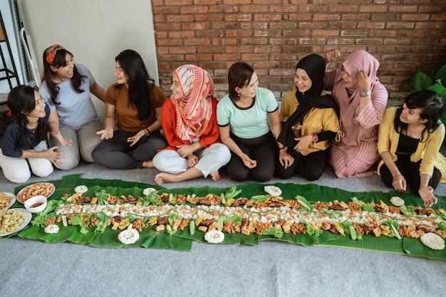Pranzo nella tradizione kembulana a casa