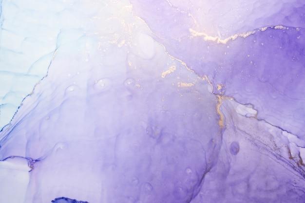 Sfondo astratto di lusso con tecnica di inchiostro ad alcool, pittura liquida in oro viola, macchie acriliche sparse e macchie vorticose, materiali stampati
