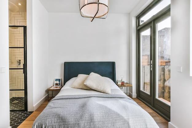 Camera da letto di lusso della casa in un bel design