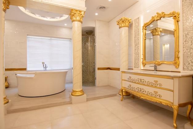 Bagno dal design moderno e di lusso