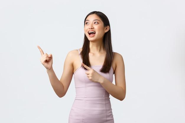 Donne di lusso, festa e concetto di vacanze. donna asiatica splendida felice che sembra soddisfatta