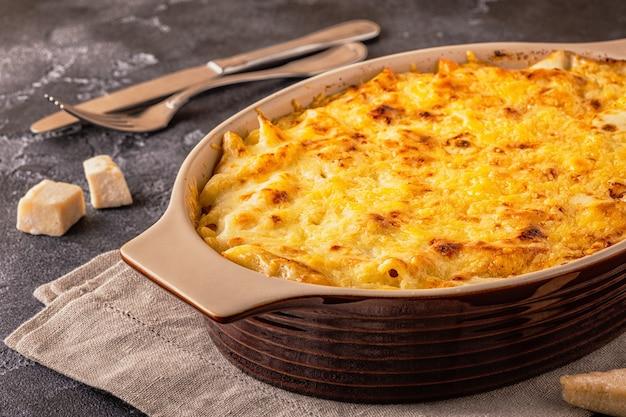 Mac e formaggio, maccheroni all'americana in salsa di formaggio