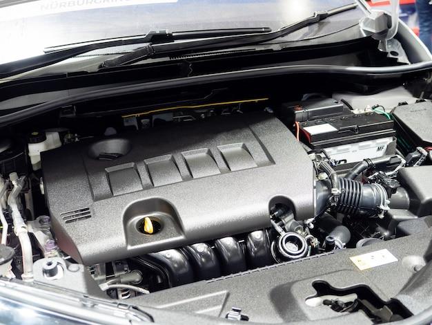 Interno del motore della macchina dell'auto nuovo e lucido