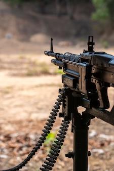 Mitragliatrice arma automatica per persone che sparano nei tunnel di cu chi a ho chi minh