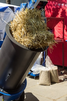 Macchina per la preparazione di paglia e foraggio pellettati. attrezzature per l'agricoltura