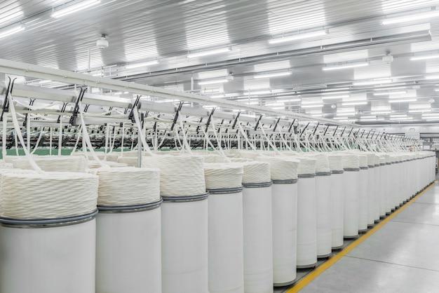 Macchinari e attrezzature in officina per la produzione di filo fabbrica tessile