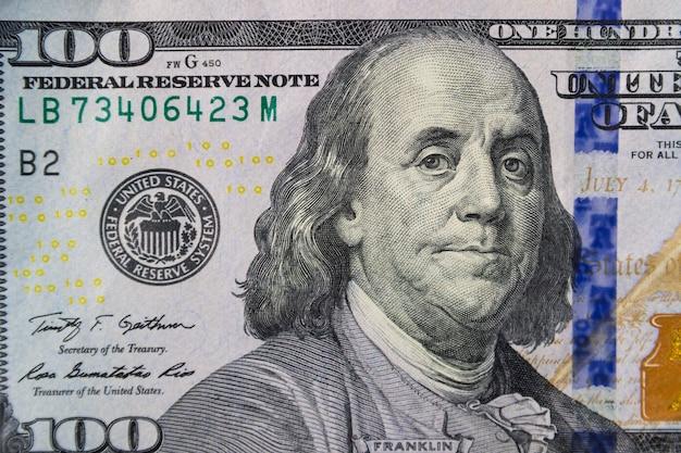 Ripresa macro di una banconota da cento dollari