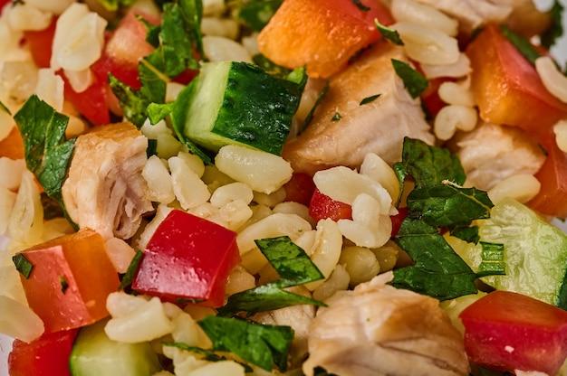 Macro insalata tabbouleh fuoco selettivo tradizionale cibo piatto mediorientale o arabo background