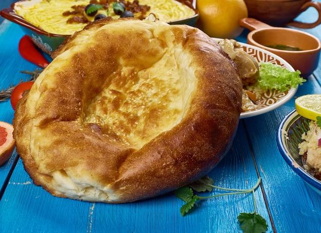 Cucina maghrebina. pane tradizionale marocchino, vista dall'alto.