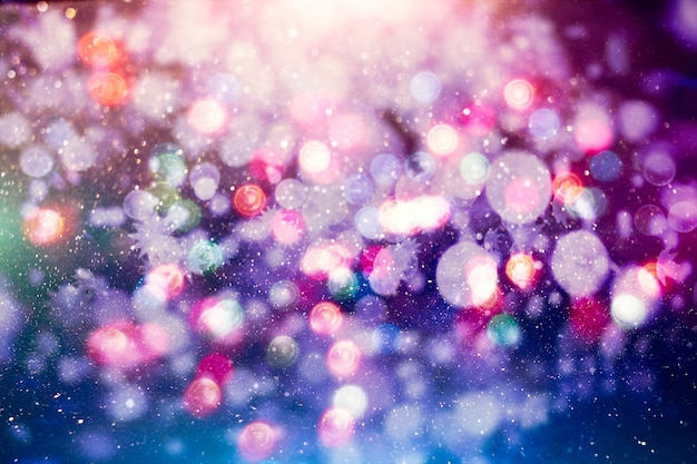 Sfondo magico con colori sfondo festivo con bokeh naturale e luci dorate brillanti.