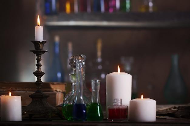 Pozione magica, libri antichi e candele