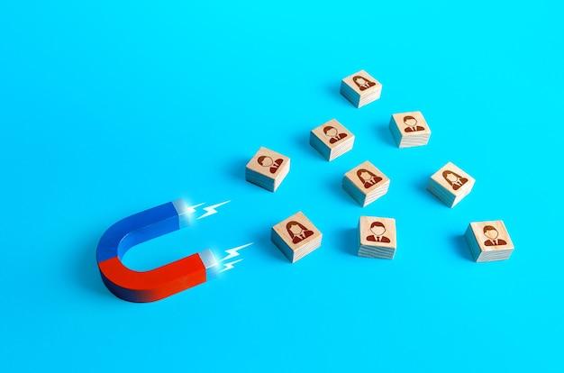 Il magnete attrae le persone assunzione di nuovi lavoratori bracconaggio dei dipendenti a condizioni più favorevoli