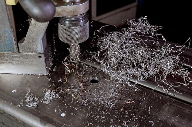 Trapano magnetico. frese tipo rotabroccia frese magnetiche per fori anulari. trucioli di metallo.