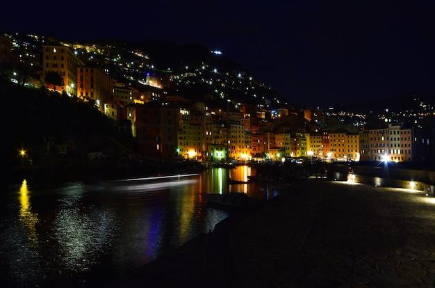 Magnifica vista sul porticciolo di camogli luci e colori si riflettono sul mare creando un