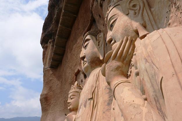 Maijishan cave-temple complex nella città di tianshui, provincia di gansu in cina. una montagna con grotte religiose sulla via della seta