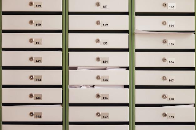 Cassette postali in un edificio residenziale di appartamenti