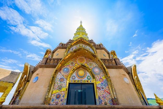 Pagoda principale in tempio di wat phra that pha son kaew a phetchabun tailandia