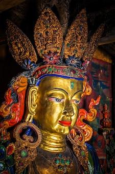 Statua del buddha maitreya