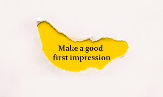 Fai una buona prima impressione su una busta marrone.