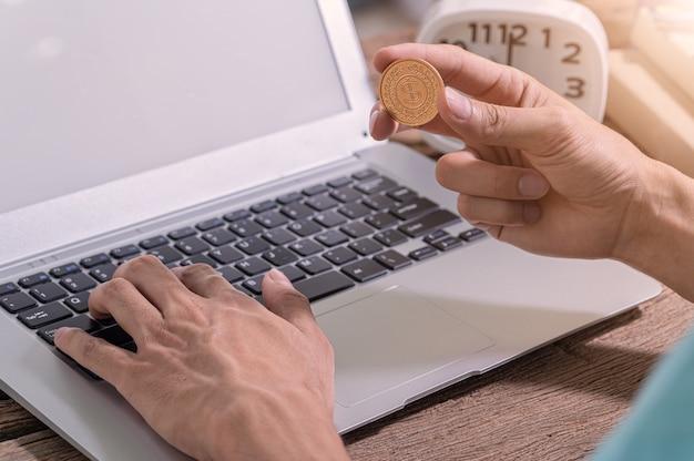 Guadagna online tramite un computer notebook