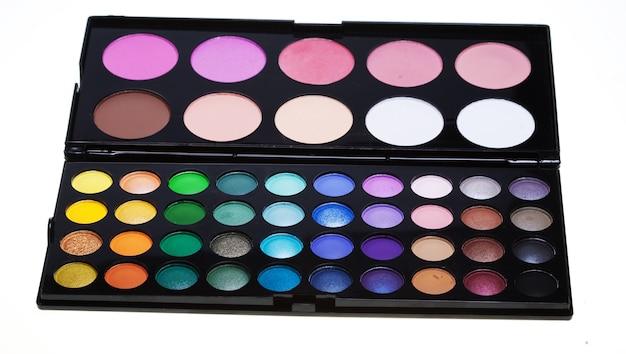 Collezione di make-up su sfondo bianco