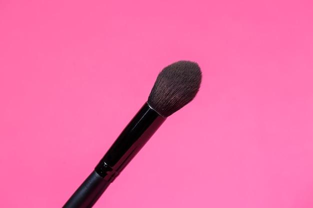Pennello trucco per occhi. eyeliner. applicatore in spugna per sfumare la matita.